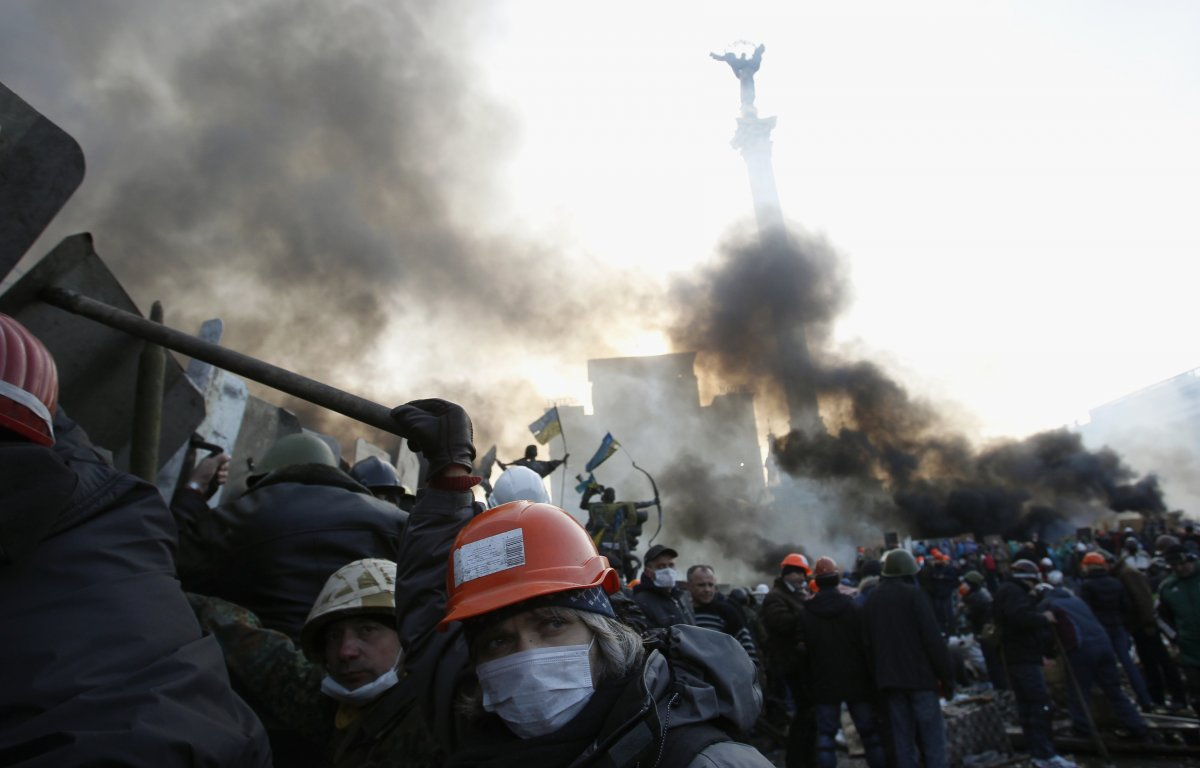 and-reinforcements-poured-into-a-smoldering-maidan