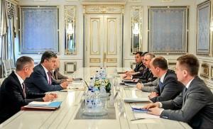 Президент Украины требует наказать виновных в трагедии в Луганске
