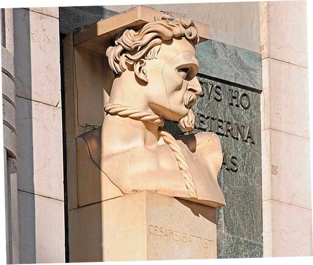 Памятник Чезаре Баттисти