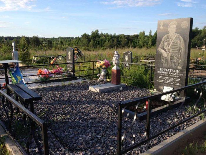 рядом с папой похоронили