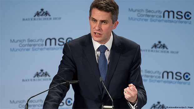 Британского политика, который собирался в оккупированный Крым, исключили из партии