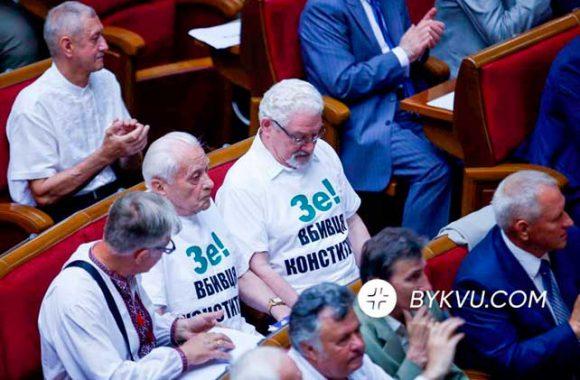 Вместе поют о тяжелой судьбе Украины